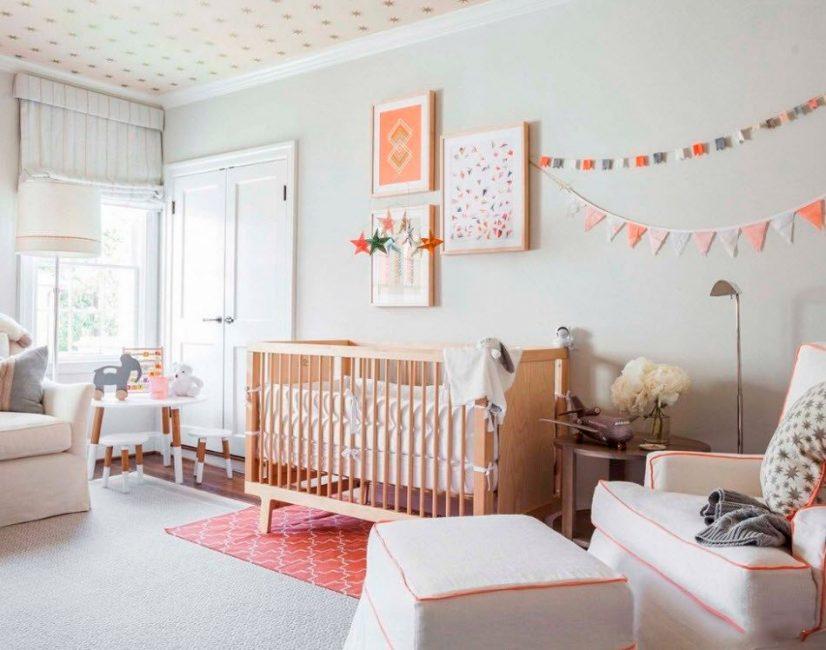 Добавьте в интерьер комнаты немного фото или картин на стены