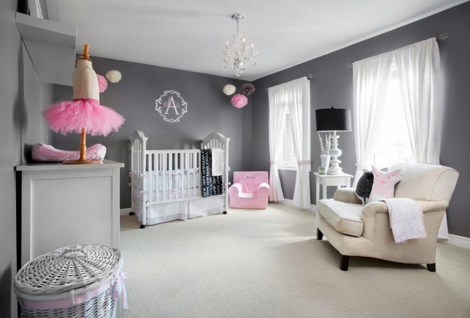 Серый цвет важно разбавлять светлыми шторами и мебелью