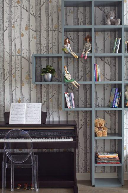 Полки и для книг, и для цветов, и для кукол
