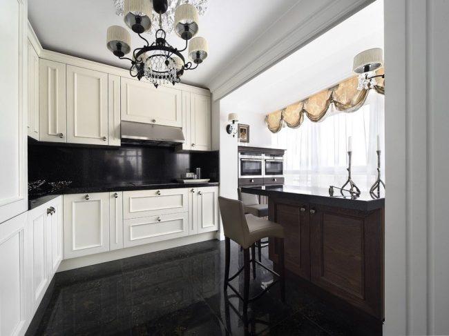 Продолжение кухонной мебели на балконе