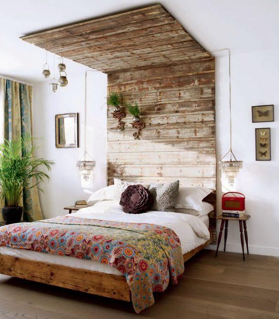 Прекрасный акцент стены над изголовьем кровати