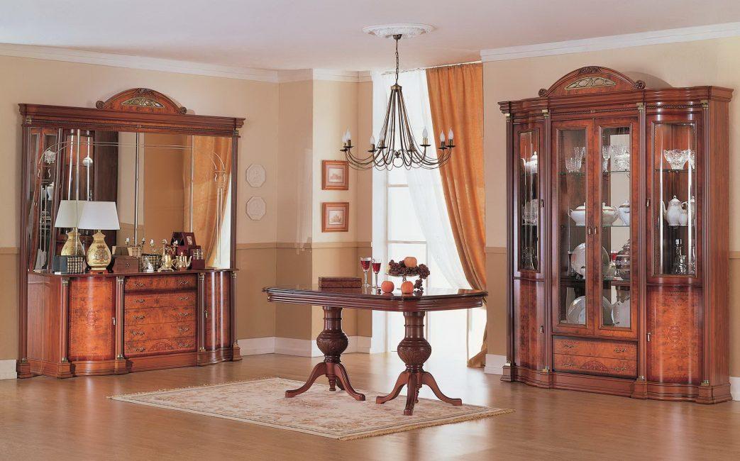 Вариант с круглым столом посредине комнаты