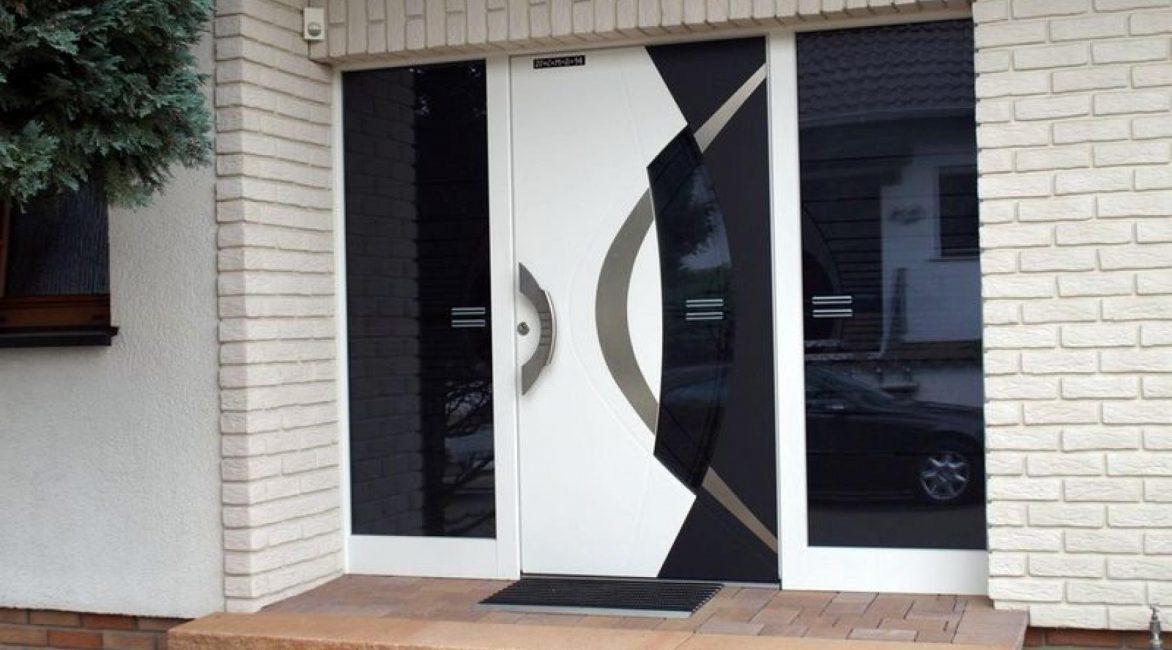 Современные модели входных дверей могут быть подобраны под любой стиль