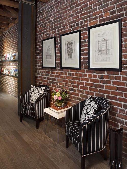 Имитация кирпича на стене в помещении