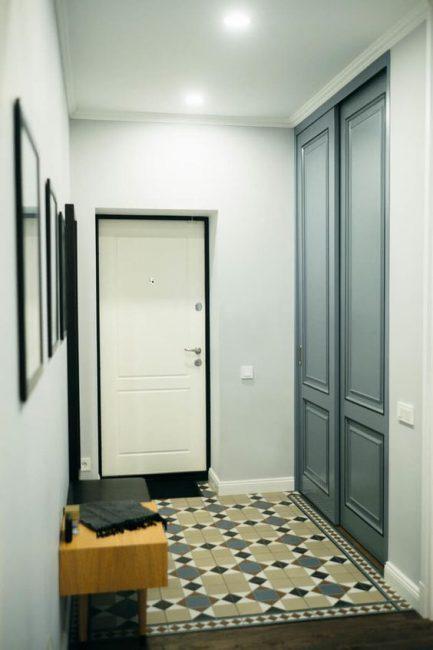 Встроенный тип шкафов помещается в нишу
