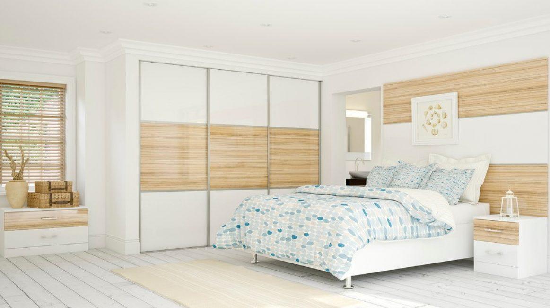Цветовая гамма мебели перекликается с оформлением стены и всей комнаты