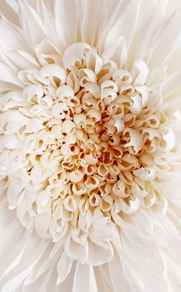 Цветы из гофрированной бумаги с конфетами своими руками мастер класс