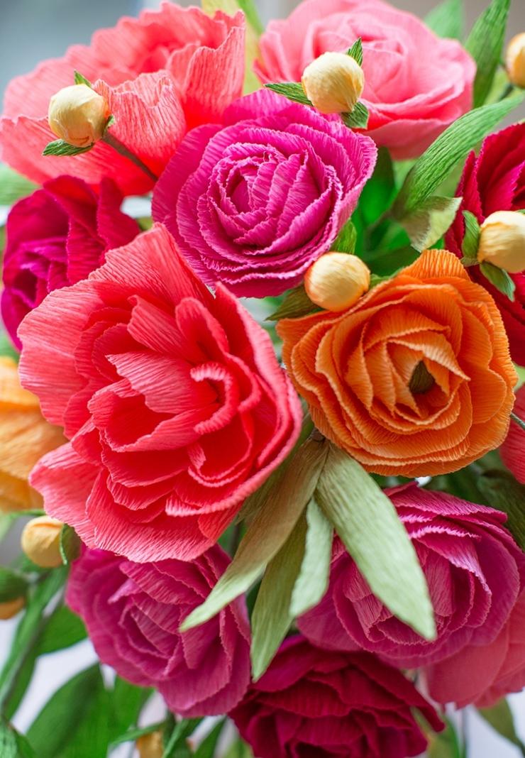 Красивые цветы из крепированной бумаги своими руками фото 834
