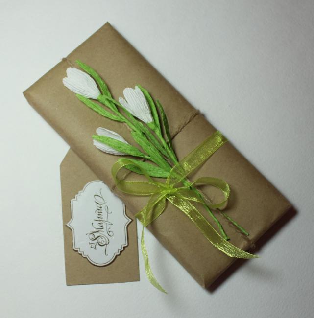 Маленькие бумажные цветочки украсят любую упаковку