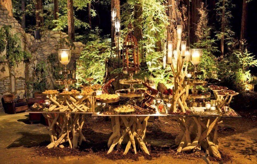 Такую свадьбу лучше всего проводить на природе, можно даже в лесу