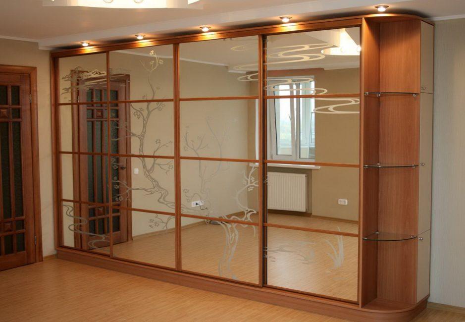 Популярное использование зеркального фасада
