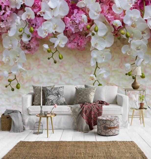 Цветы тоже будут хорошо сочетаться со светлыми оттенками комнаты