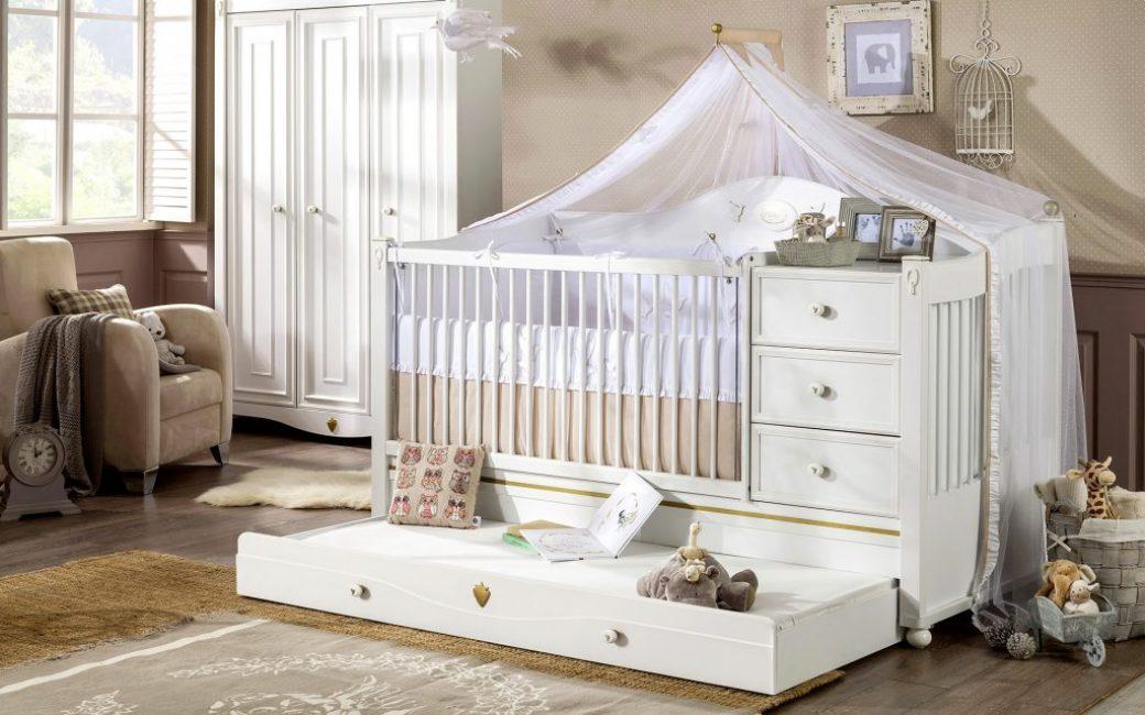 Кровать с комодом станет отличным местом для хранения вещей