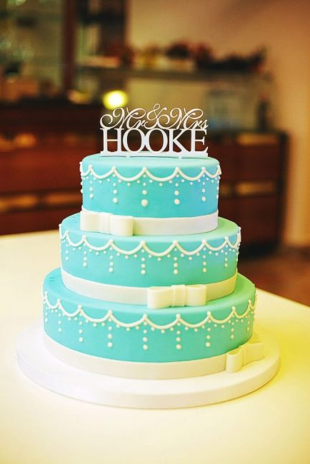 Свадебный торт с мастикой мятного цвета