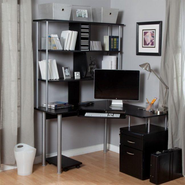 Многофункциональный компьютерный стол с нишами для дисков