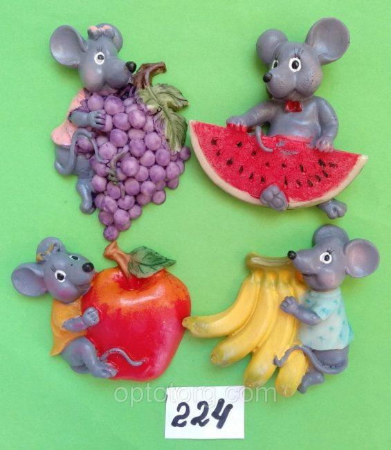 Подготовьте символические подарки с изображением грызунов. К примеру, подойдут магниты на холодильник.