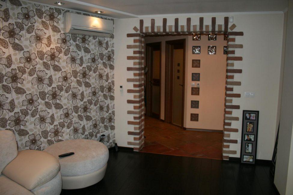 Прекрасное решение между гостиной и коридором