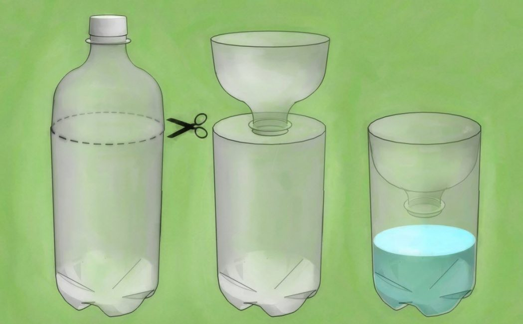 Разрежьте бутылку и вставьте верхнюю часть внутрь тары так, чтобы горлышко находилось примерно в 5 см от дна