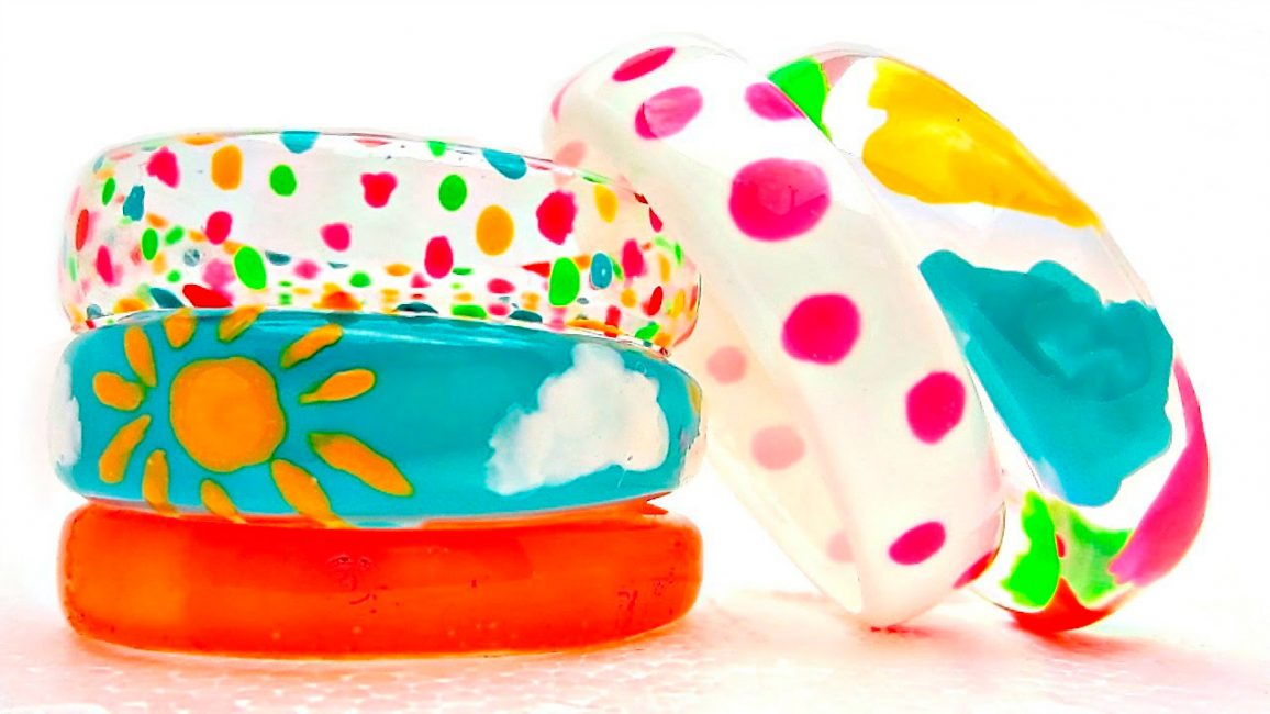 Яркие разноцветные браслеты для детей