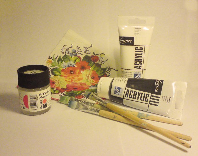 Набор разноцветных акриловых красок и лак прозрачный акриловый приобрести можно в специальных отделах