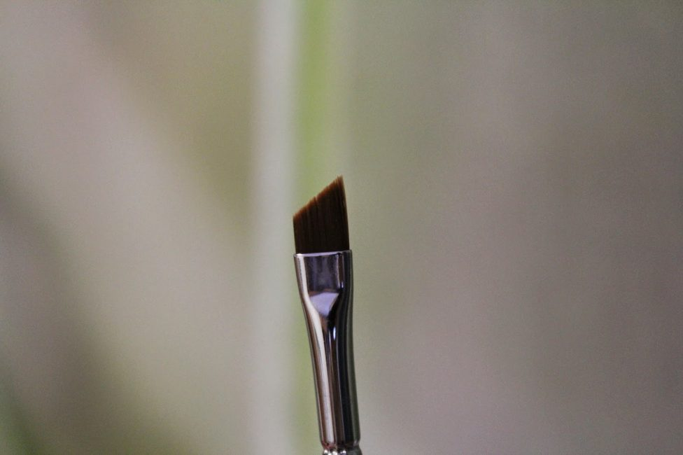 Тонкая кисточка для рисования и добавления художественных штрихов