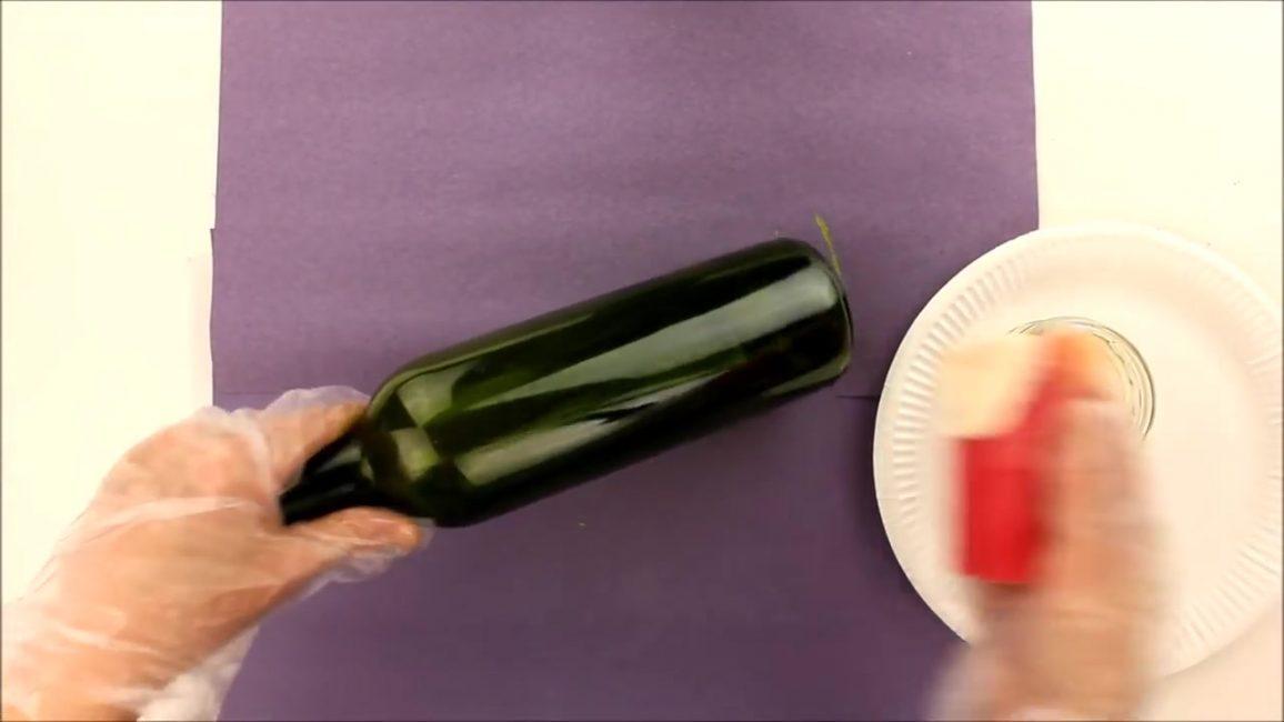 Необходимо вытереть стекло насухо и обезжирить его ацетоном