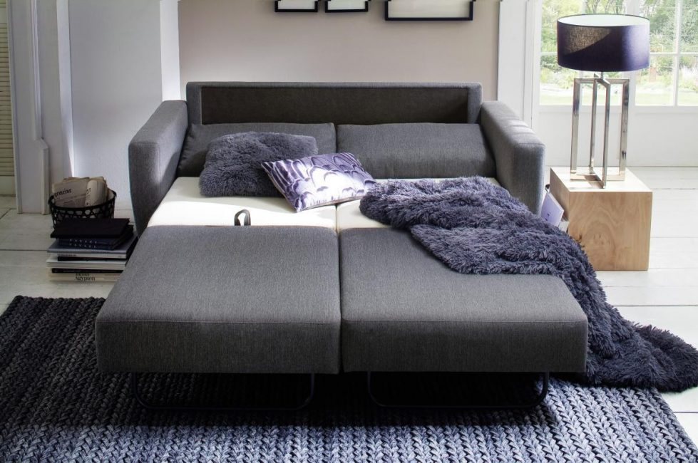 Диван-кровать состоит из 2 частей – для мужчины и женщины