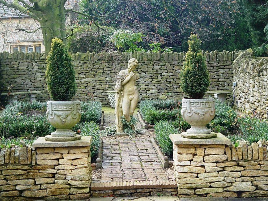 Терракотовая керамика и скульптура характерны для этого стиля