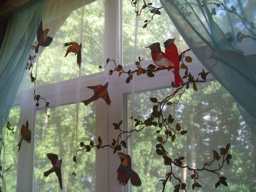 Подходим творчески - вышивка на шторе