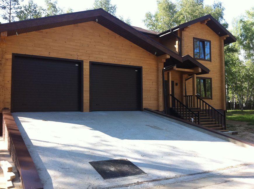 Фундамент дома и гаража сооружается одновременно, он должен быть монолитным