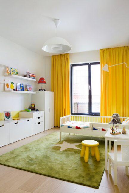 idei-dekora-detskoj-shtorami-118-433x650 Шторы для детской комнаты девочек (77 фото): идеи готовых занавесок и тюли в спальню до подоконника
