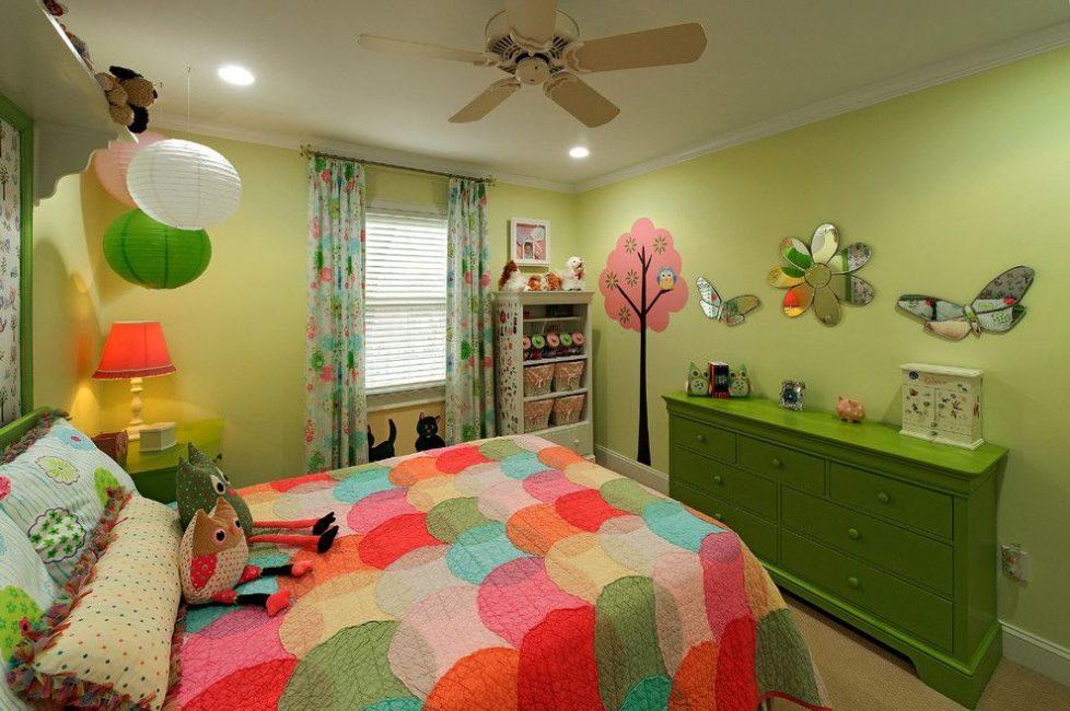 idei-dekora-detskoj-shtorami-43-978x650 Шторы для детской комнаты девочек (77 фото): идеи готовых занавесок и тюли в спальню до подоконника