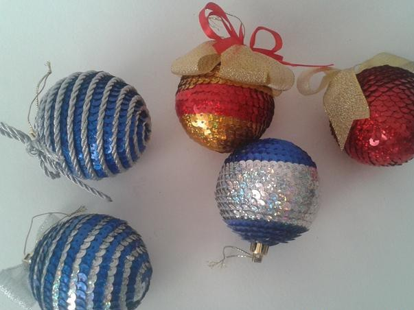 Новогодние шары из ленточных пайеток