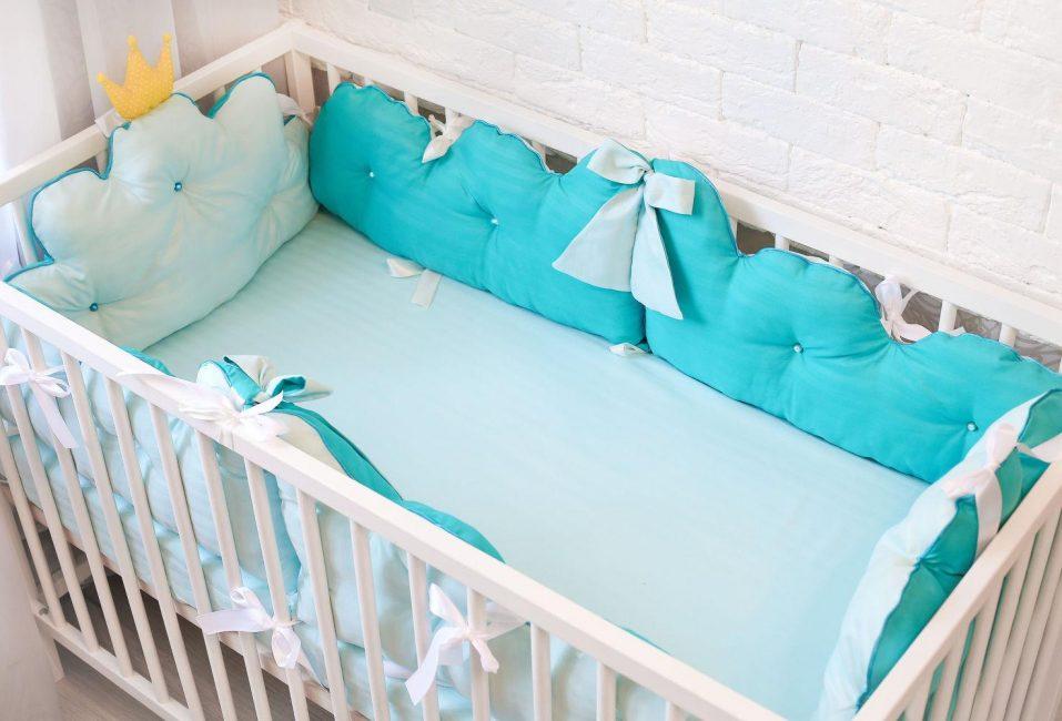 Иногда бортики в кроватку содержат синтетические волокна
