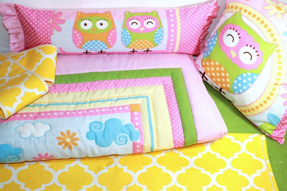 Яркий комплект из хлопка в детскую кроватку