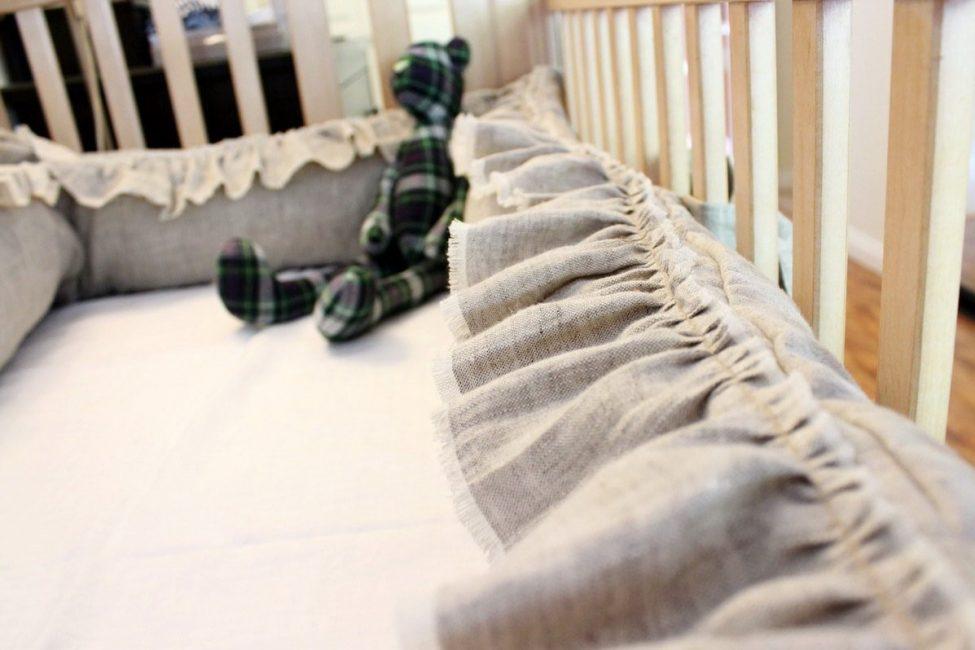 Выберите бортики для кроватки из льна