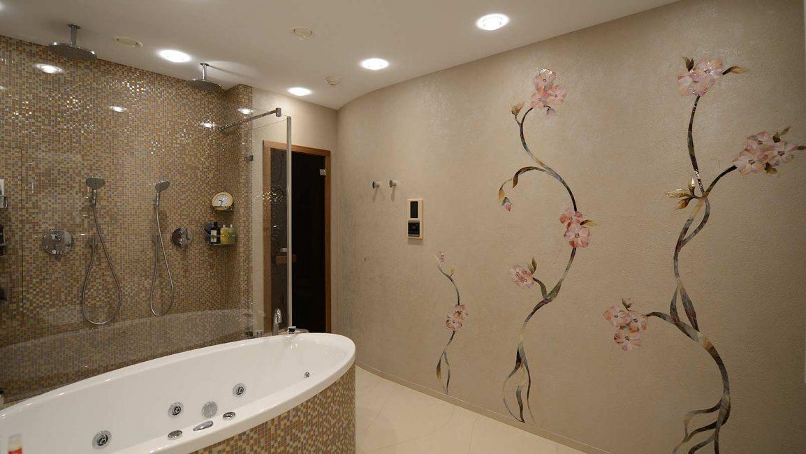"""Мозаичное панно для ванной """"Цветы из мозаики"""""""