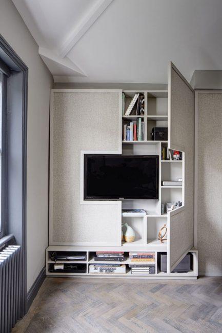 Стеллаж под телевизор, сделанный по его размерам
