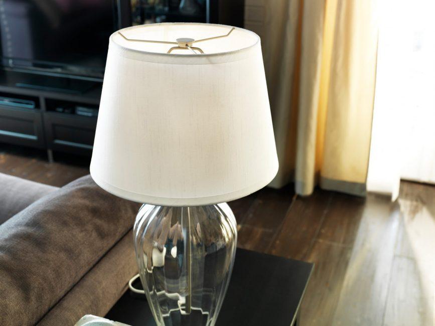 Настольная лампа для гостиной