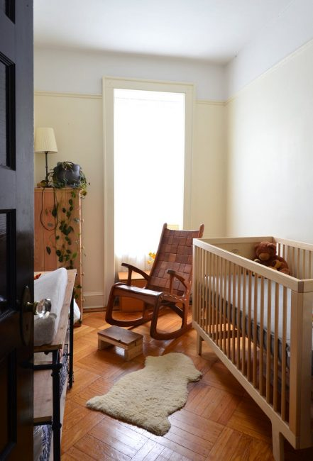 Размещение кровати для удобства мамочки
