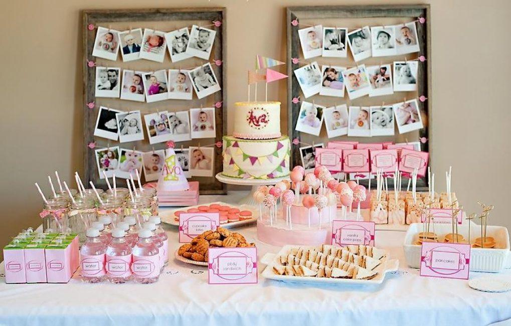 Тематический столик для малышей со сладостями