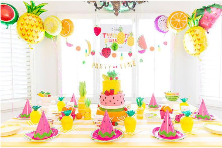 Используйте декорации в виде фруктов из бумаги