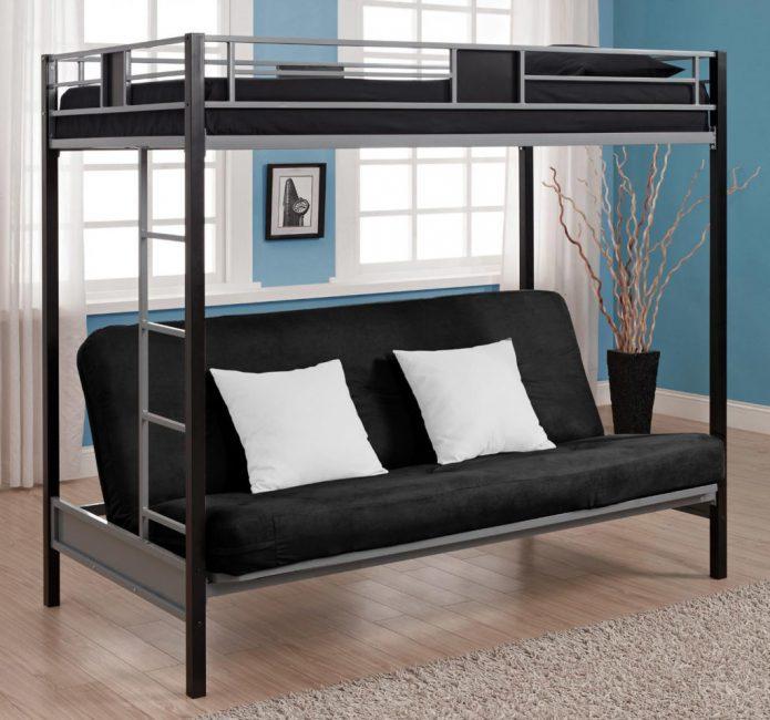 Мебель в середине комнаты