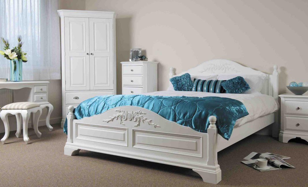 Классика с бирюзовыми подушками