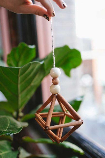 Связываем вместе и получаем такую игрушку на елку