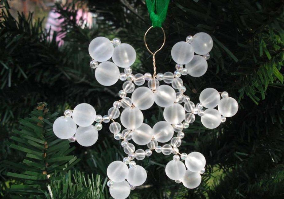 Снежинки на елку - прекрасное украшение