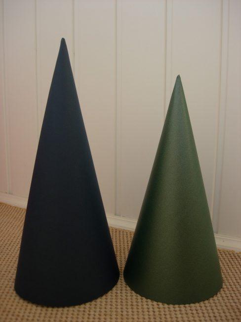 Конус для поделки из зеленой бумаги