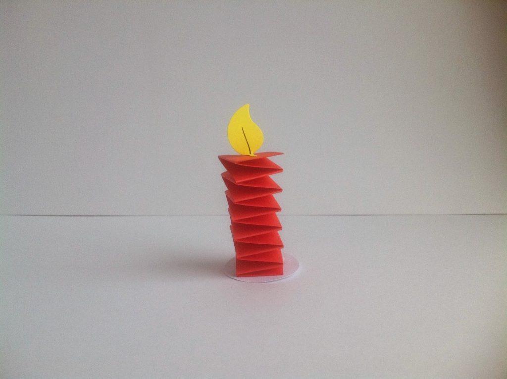 Свеча из бумаги для новогоднего настроения