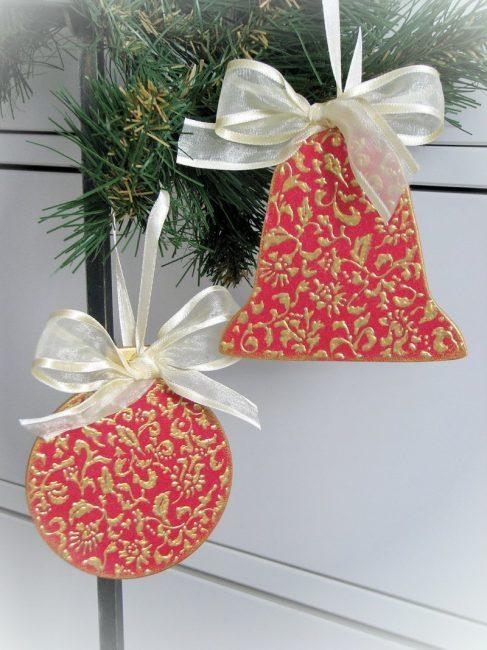 Шарики и колокольчики для праздничной елочки