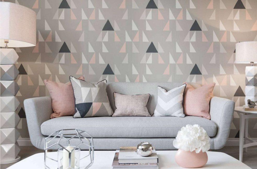 Геометрический принт на стене